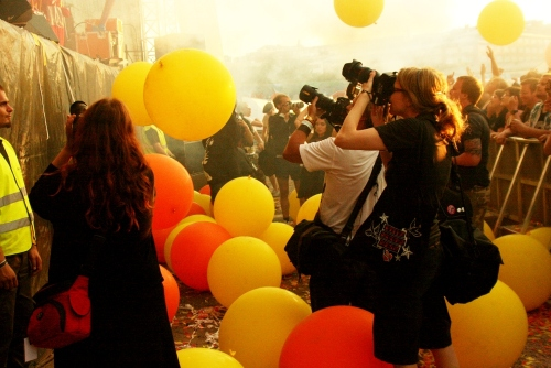 It's not always easy being a festival photographer. When Ozzy doesn't foam you, The Flaming Lips smother you with ballons, as here at Pitkä Kuuma Kesä in Helsinki 2009.